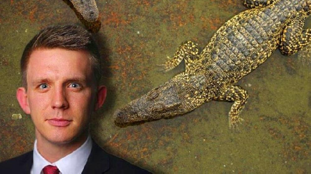 """""""تمساح"""" يبتلع صحفيا من فايننشال تايمز !"""