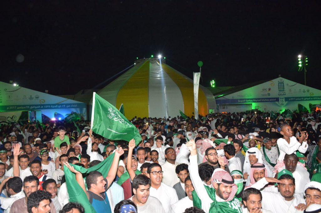 أكثر من ٥٠ الف زائر يشاركون باحتفال اليوم الوطني في صيف الشرقية