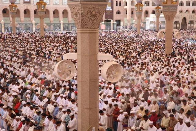 ضيوف الرحمن يصلون أول جمعة بعد الحج في المسجد النبوي
