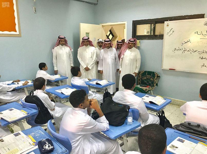 نائب وزير التعليم يزور عدداً من مدارس الدرعية والرياض.. ويشيد بالانضباط المدرسي