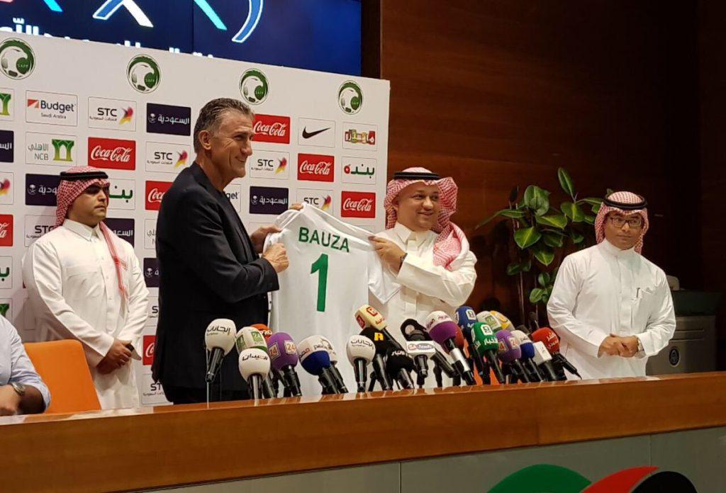 عادل عزت يوقع عقد المدرب باوزا لقيادة الأخضر في مونديال روسيا