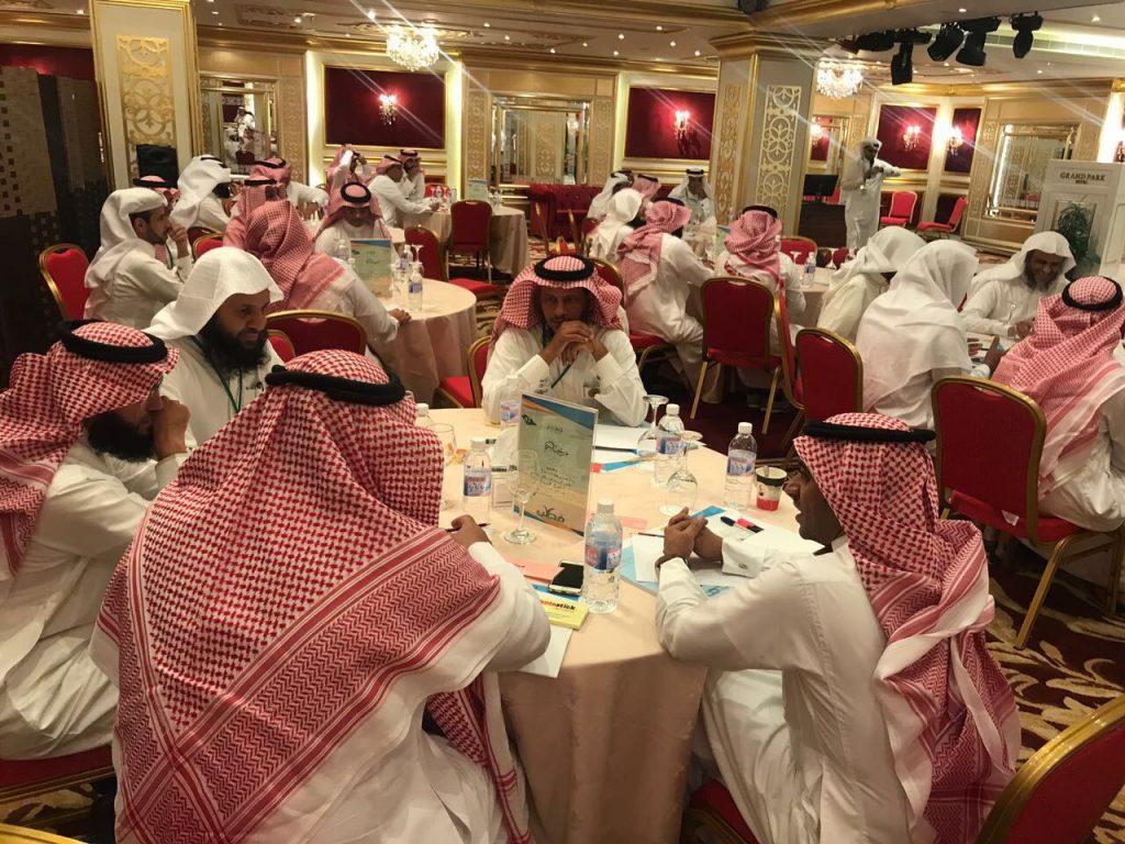 """بمشاركة ٩٢ خبيرا وخبيرة مدير تعليم جدة يدشن مشروع توظيف """" فطن """" في المقررات الدراسية"""