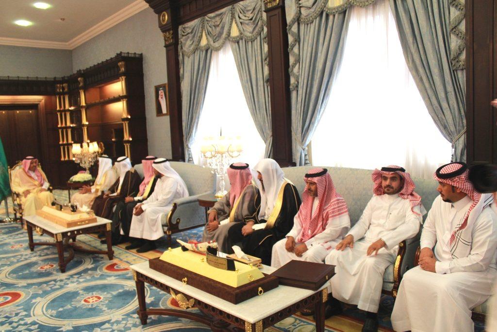 أمير منطقة الباحة يلتقي قادة التعليم ويطمئن على انطلاقة العام الدراسي