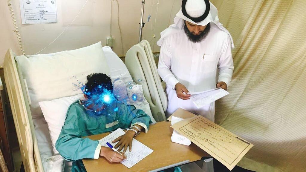 لجنة الاختبارات بمدرسة الامام أبو عمرو البصري بجرب بالباحة تنهي اختبارات أحد طلابها في المستشفى