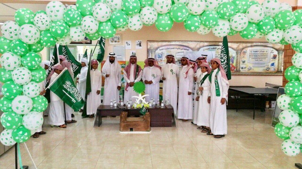 طلاب متوسطة الأمير فيصل والتربية الخاصة بالعقيق يحتفون باليوم الوطني 87