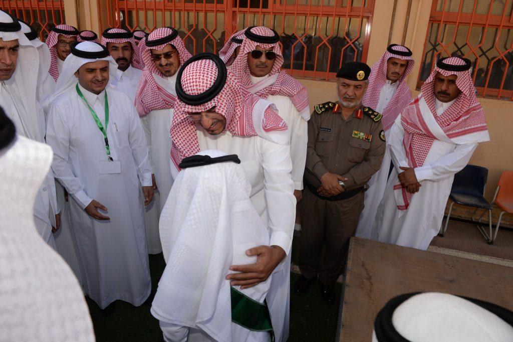 وسط منظومة متكاملة من الخدمات.. نائب أمير عسير يشهد انطلاق العام الدراسي الجديد