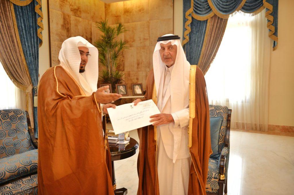 أمير مكة يتسلم تقريرا عن الأحكام القضائية الصادرة في المنطقة خلال عام