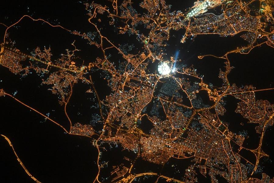شاهد.. رائد فضاء يلتقط صور مبهرة للحرم المكي نهارا و ليلا
