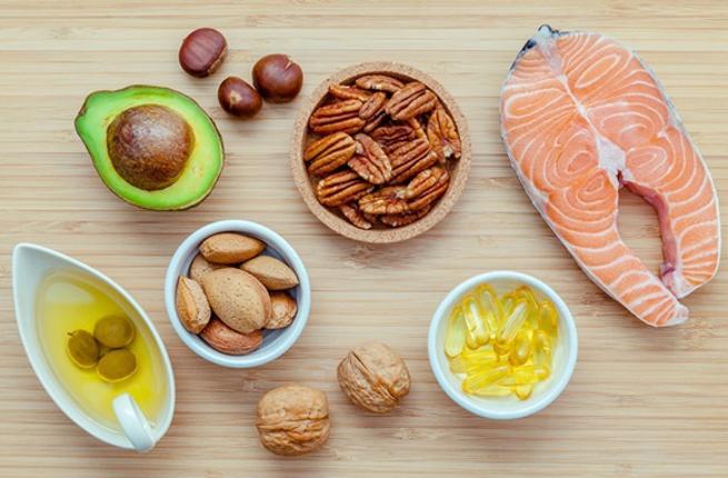 دراسة: الأسماك والثوم والمكسرات تحافظ على صحة الأمعاء