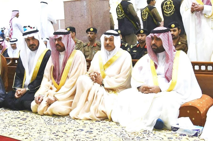 أمير جازان بالنيابة يؤدي صلاة العيد بجامع خادم الحرمين