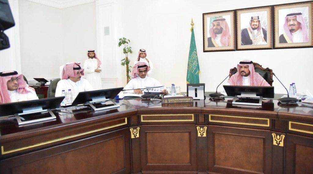 اجتماع اللجنة العليا للتحضير لفعاليات اليوم الوطني بالمنطقة