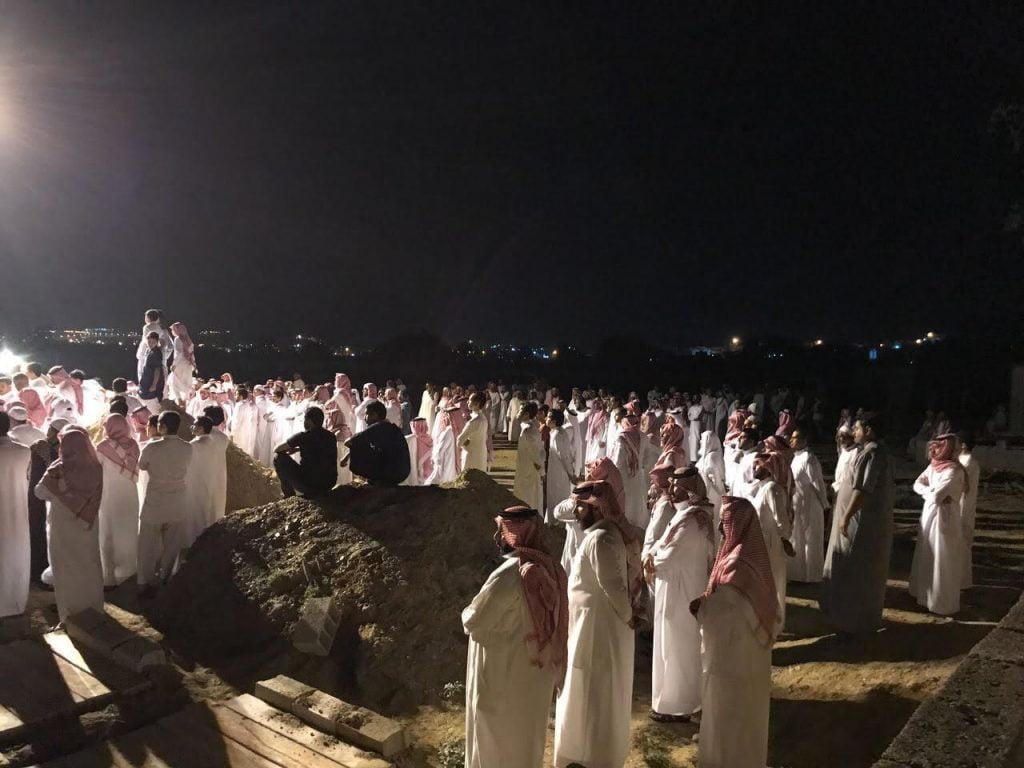 أهالي مركز قنا بمحايل عسير يشيعون شهيد الوطن الرقيب آل هادي
