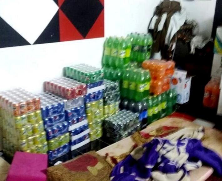 مداهمة مستودع مواد غذائية داخل غرفة نوم عمالة أجنبية بالقوز