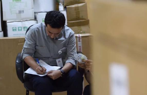 هيئة الغذاء تغلق مستودعا طبيا غير مرخص في الرياض