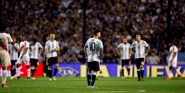 الأرجنتين تبتعد خطوة عن تصفيات مونديال 2018