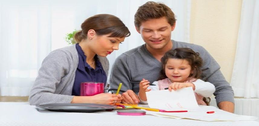 ساعد ابنك على التفوق بفعل 8 أشياء معه في المنزل