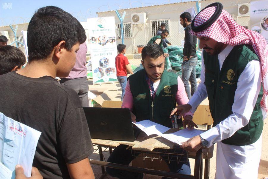 """مركز الملك سلمان للإغاثة يطلق المرحلة الثانية من مبادرة """"بالعلم نعمرها"""" للطلاب السوريين في مخيم الزعتري"""