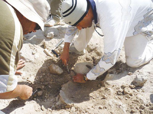 """تصنيع كميات من """"عدة منقبي الآثار"""" لتوزيعها هدايا على زوار ملتقى آثار المملكة"""