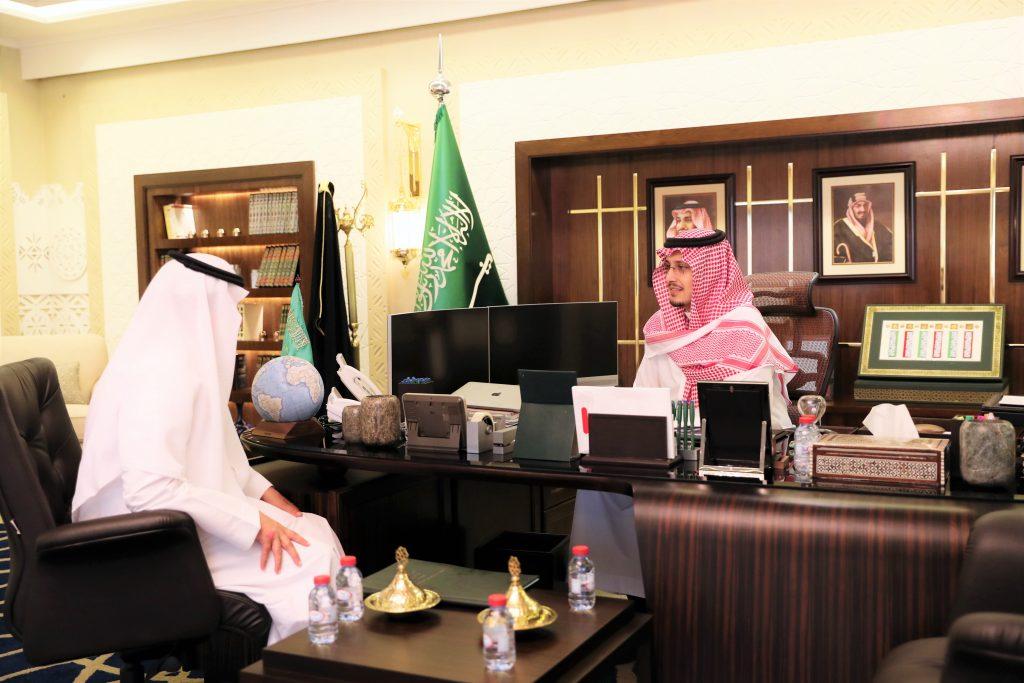 الأمير أحمد بن فهد يؤكد على أهمية دور قطاعي العمل والتنمية الاجتماعية في رؤية المملكة 2030