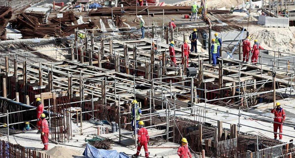 """""""إندبندنت"""" البريطانية: عمال مونديال قطر """"عبيد يبنون القبور"""""""