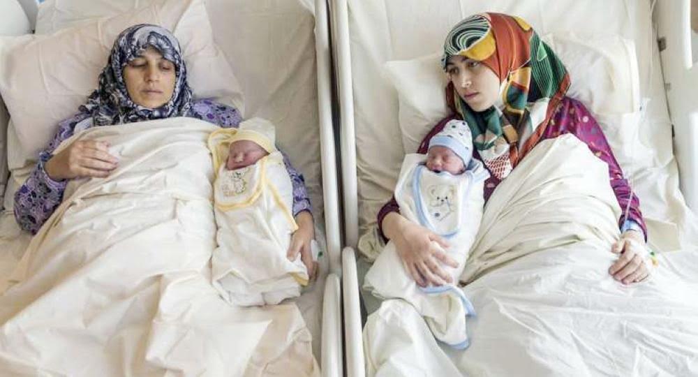 في نادرة .. ولادة أم سورية وابنتها في لحظة واحدة !