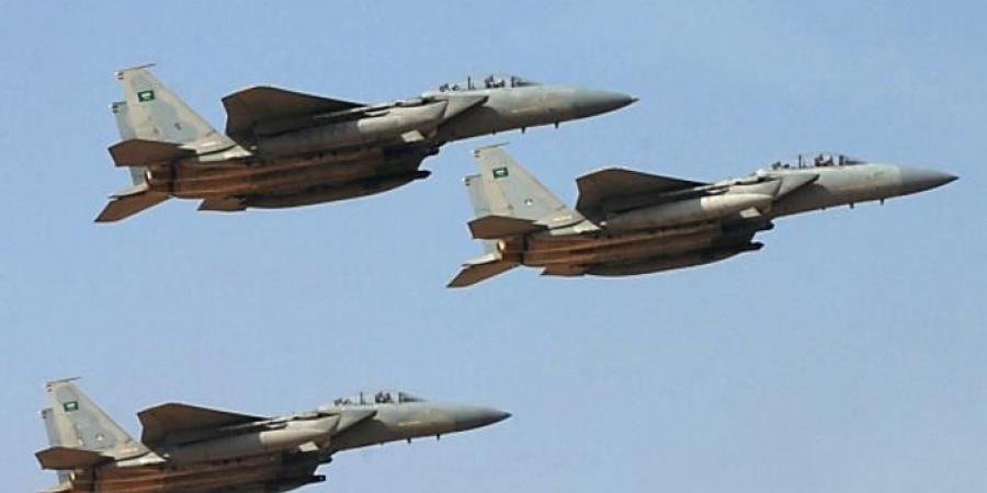 مقتل 5 قيادات ميدانية كبيرة من ميليشيات الحوثي في غارة جوية