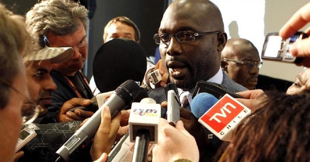 """أسطورة كرة القدم """" جورج وياه """" يفوز برئاسة دولة ليبيريا"""