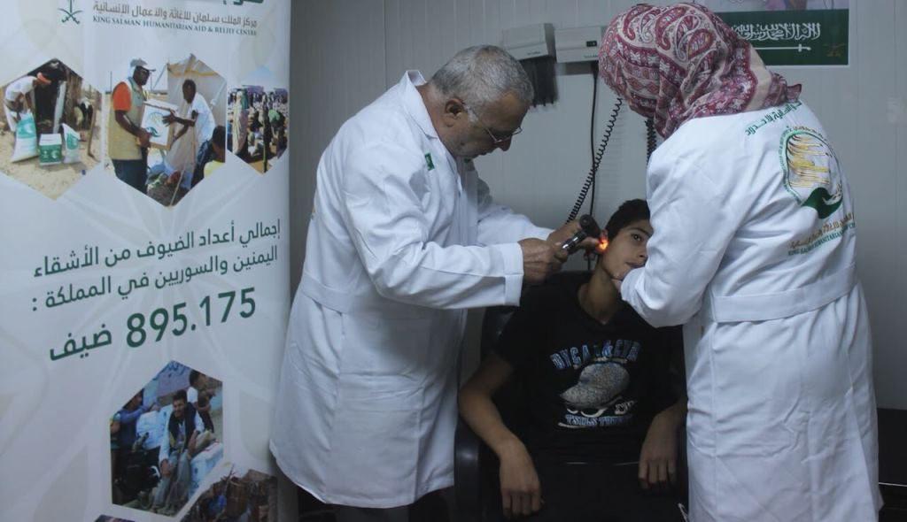 عيادات مركز الملك سلمان للإغاثة تقدم خدماتها العلاجية للاجئين السوريين في مخيم الزعتري