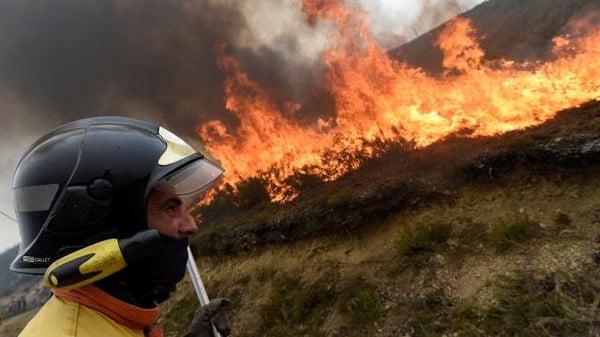 مقتل 39 شخصاً على الأقل في حرائق بالبرتغال وإسبانيا