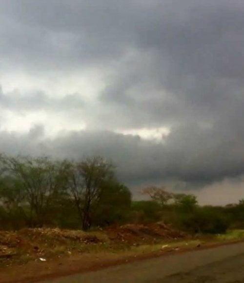 الإنذار المبكر : هطول أمطار رعدية على بعض محافظات عسير لمدة ساعتين