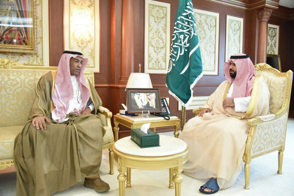 نائب أمير منطقة جازان يلتقي رئيس وأعضاء نادي التهامي