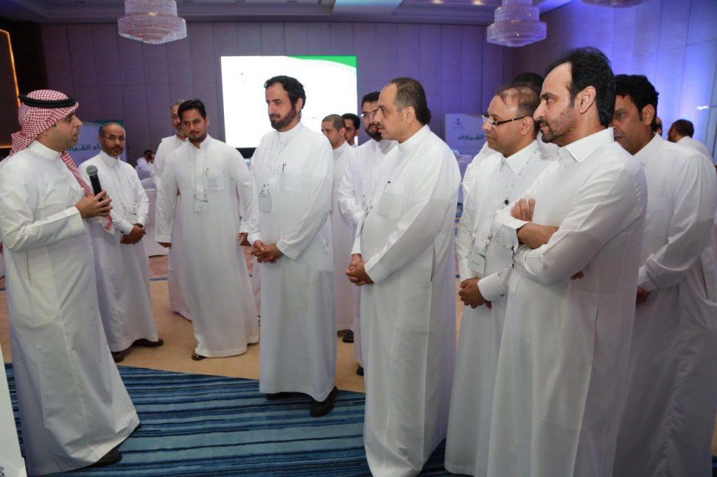 استعرض وثائق عمرها 59 عام..وزير الصحة يدشن معرض حكاية مدينة الملك سعود الطبية