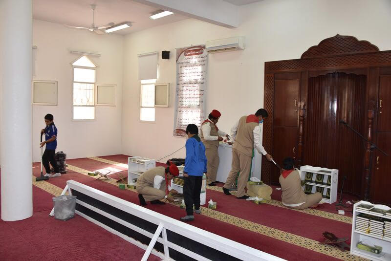 كشافة صوير يعتنون بالمساجد بعد موجة الغبار