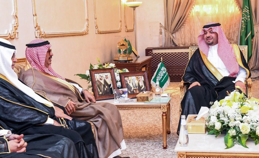 الأمير فيصل بن خالد بن سلطان : يوجه بمراجعة طلبات التوظيف للسعوديين في الجامعة ووقف التعاقدات غير الضرورية
