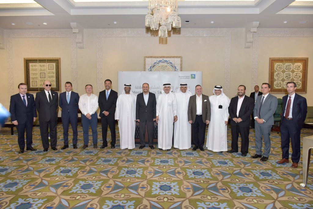 أرامكو تبرم اتفاقيات مع شركات لخدمات الزيت والغاز بإجمالي 4.5 مليارات دولار
