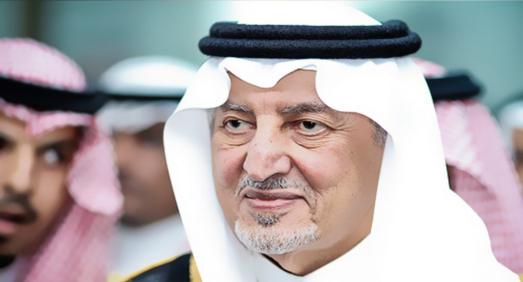 شاهد.. ماذا فعل الأمير خالد الفيصل عند دخوله لإفتتاح الحديقة الثقافية بجده؟