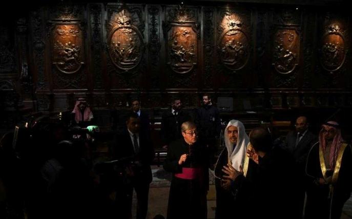 أمين عام رابطة العالم الإسلامي يزور «كاتدرائية نوتردام» في باريس