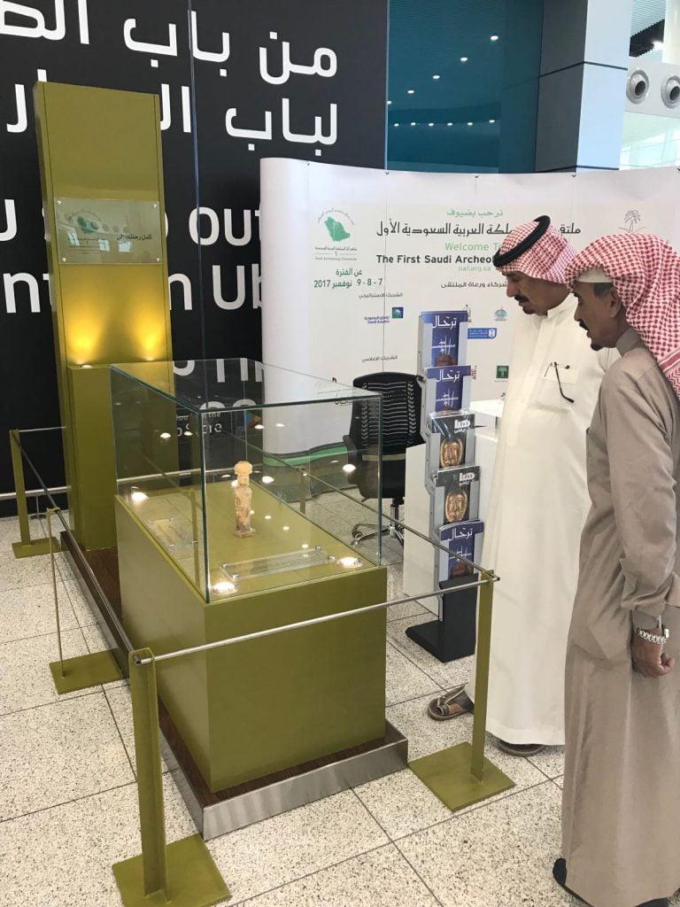 """السياحة تُحول مطار الملك خالد لـ""""متحف آثار"""""""