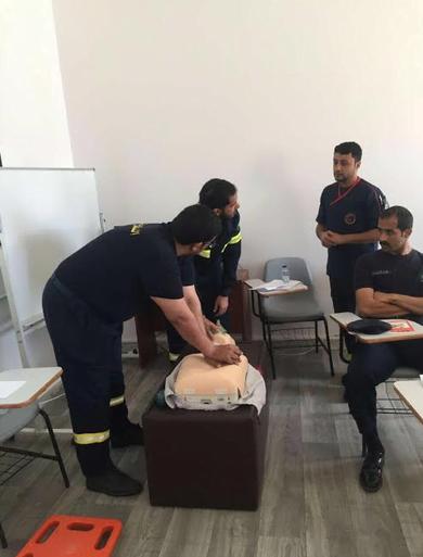 هيئة الهلال الأحمر السعودي بمنطقة الباحة تقيم محاضرة إسعافية عن كيفية التعامل مع الإصابات