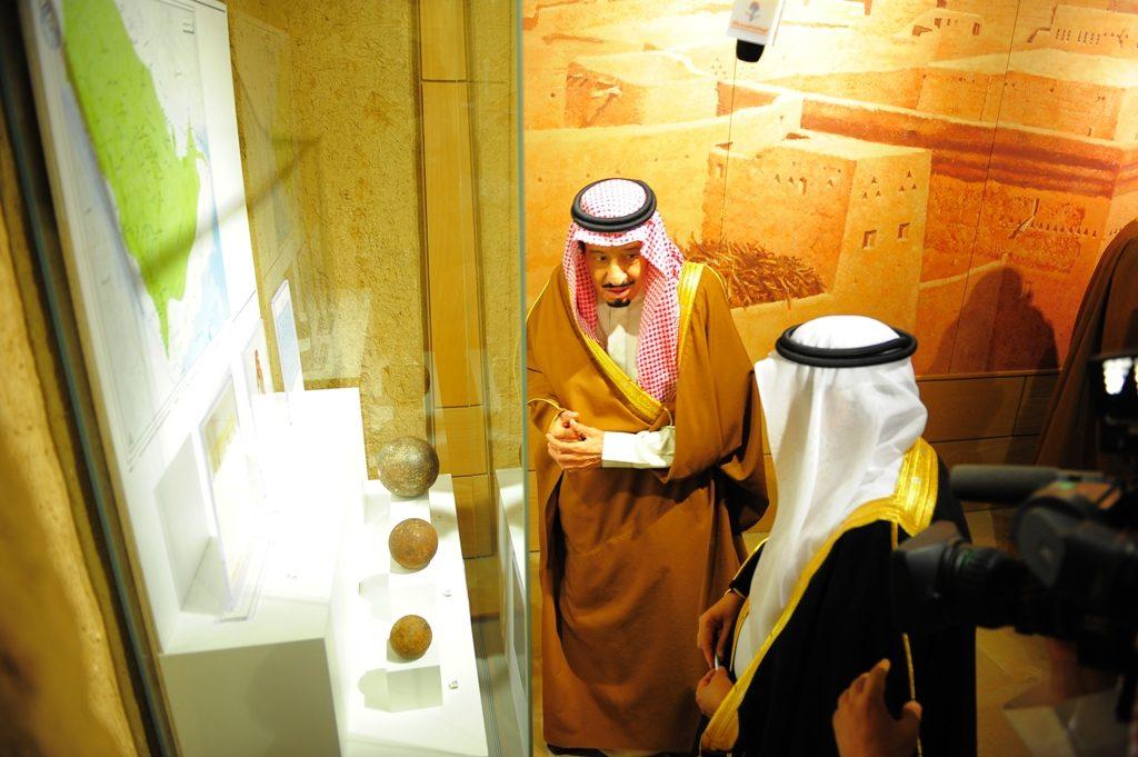 خادم الحرمين الشريفين يشيد بجهود هيئة السياحة والتراث الوطني في خدمة التراث ومواقع التاريخ الاسلامي