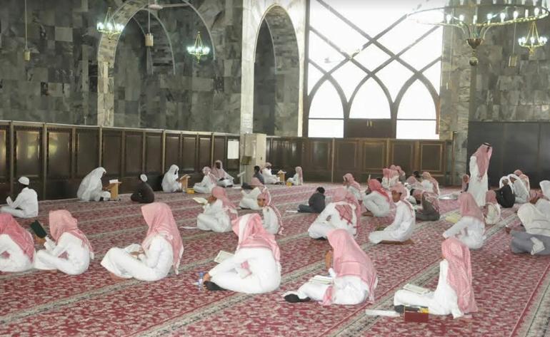 أكثر من 200 طالب يتنافسون بمسابقة المحلية لجائزة خادم الحرمين الشريفين لحفظ القرآن الكريم وتلاوته