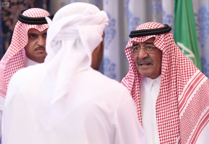 الأمير مقرن بن عبدالعزيز يستقبل المعزين في وفاة الأمير منصور بن مقرن رحمه الله في اليوم الثالث