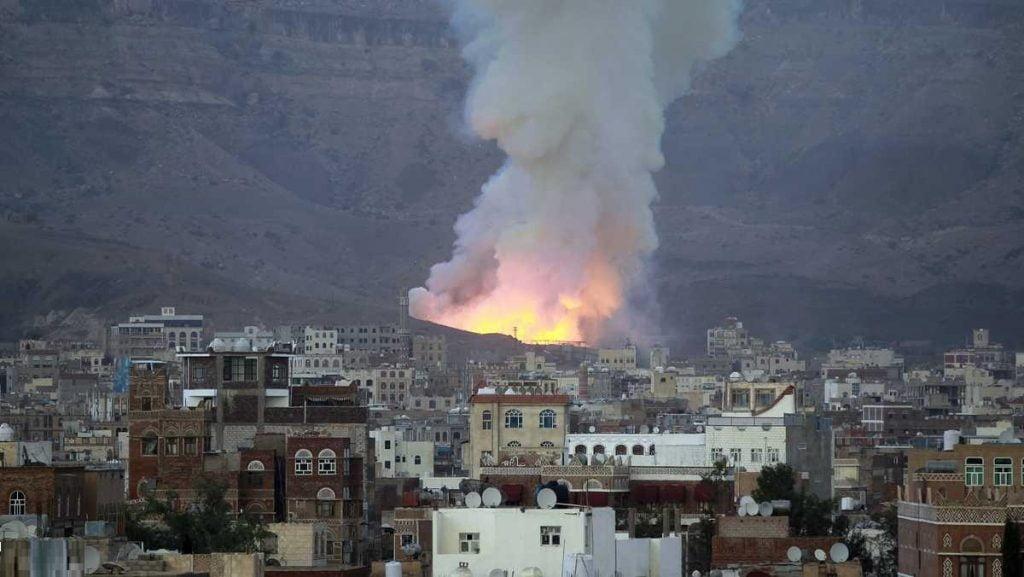 """غارات مكثفة للتحالف تدك مقر """"وزارة دفاع الحوثيين"""""""