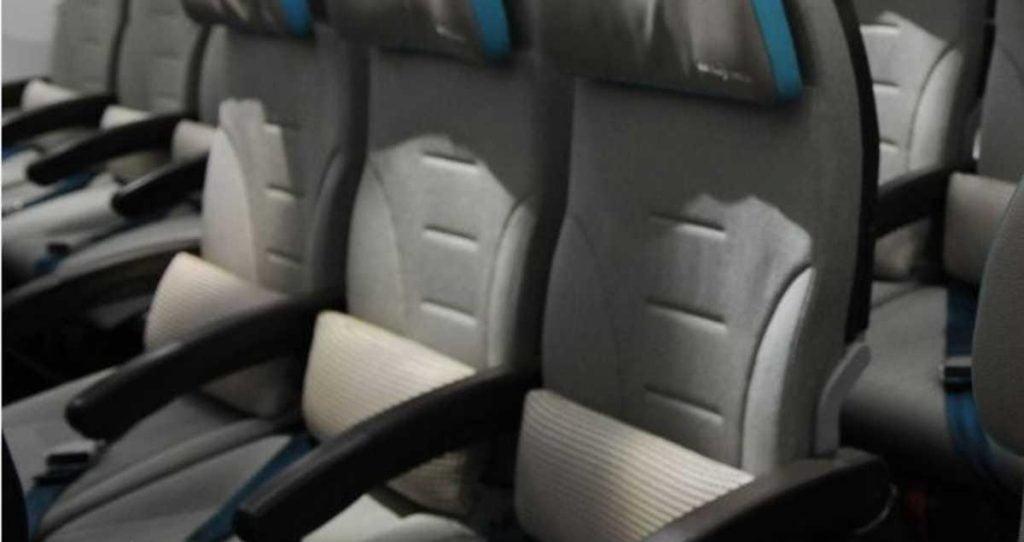 حيلة ذكية لحجز صف كامل في الطائرة بسعر مقعد !