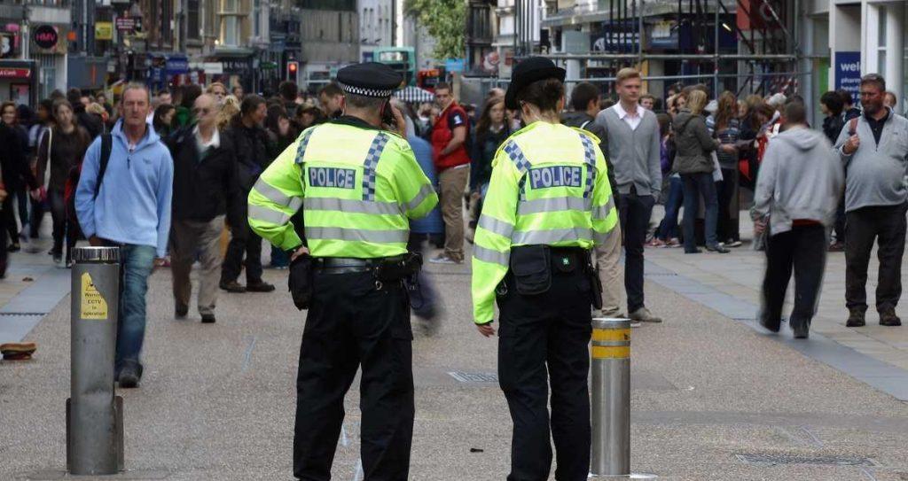 """""""تسرب كيماوي"""" يخلي شارعا في إكسفورد البريطانية .. واعتقال شخص"""