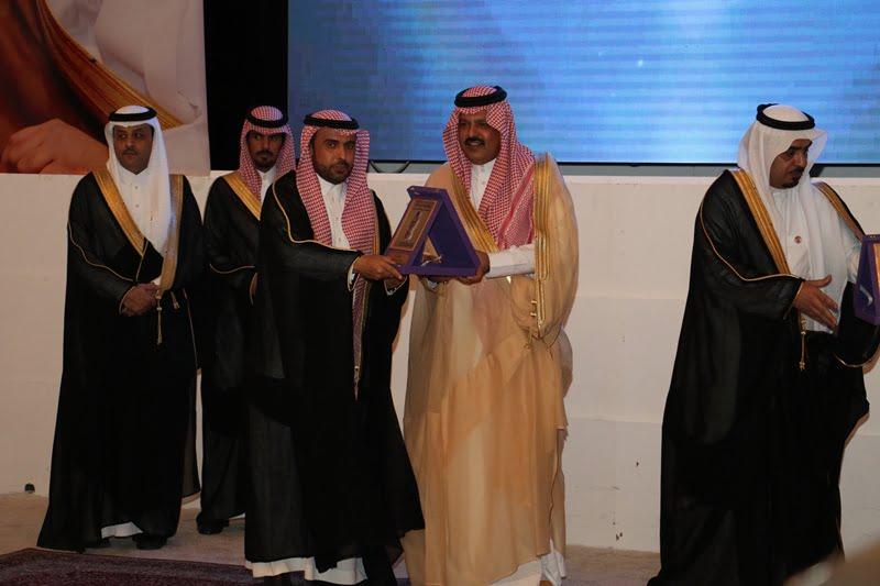 أمير حائل يتوج تعليم حائل بجائزة آبار حائل لفوزها بالتميز الإداري على مستوى المملكة
