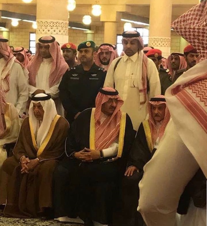 الأمير محمد بن نايف يواسي الأمراء وأسر المتوفين في #طائره_عسير_المنكوبة