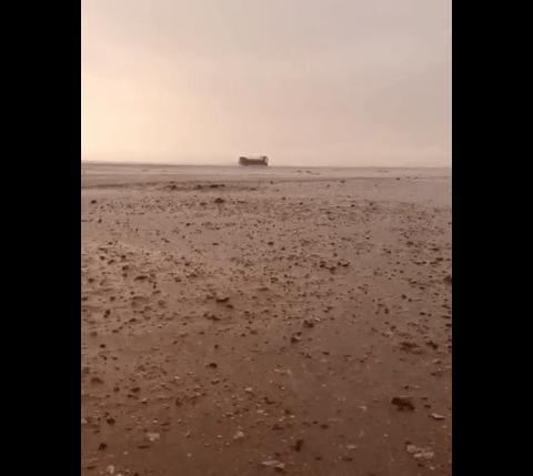 أمطار متوسطة على مدينة الملك خالد العسكرية بحفر الباطن