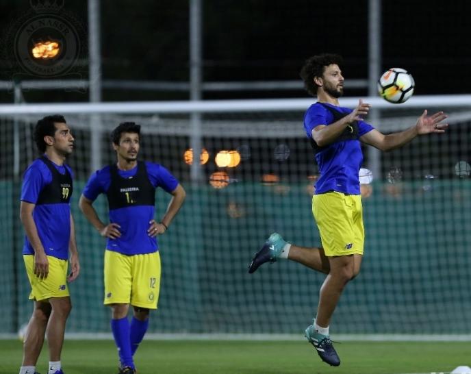 «عبدالله الاسطا» يعود للتدريبات الجماعية في نادي النصر