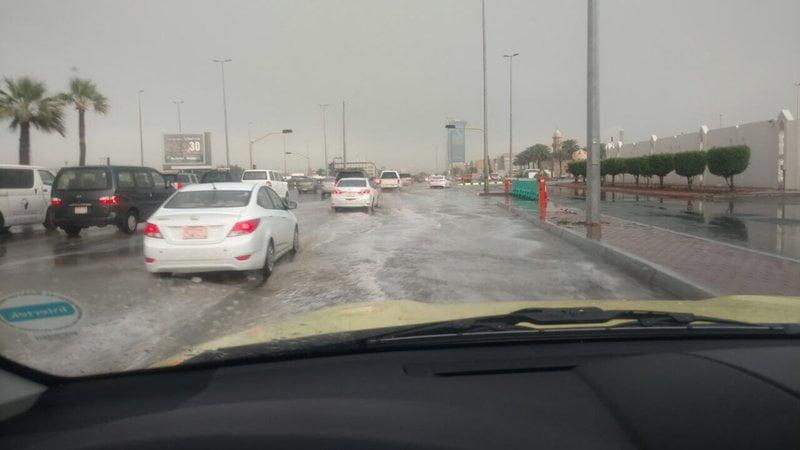 جدة .. أمطار من متوسطة إلى غزيرة  وإيقاف الحركة الملاحية بميناء جدة الإسلامي